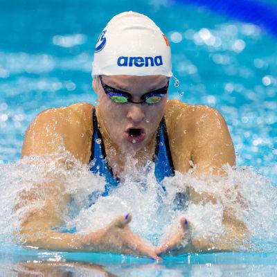 Jenna Laukkanen simmar bröstsim vid EM i Berlin 2014.
