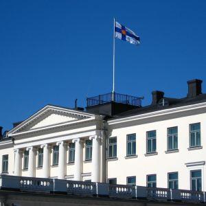 Flaggan hissad på slottet.