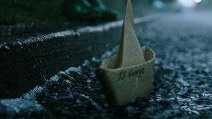 Den lilla pappersbåten med namnet Georgie.