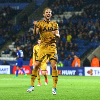 Harry Kane gjorde fyra mål när Tottenham slog Leicester med hela 6-1.
