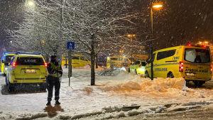Polis och ambulans i Norge efter jordskred 30.12.2020.