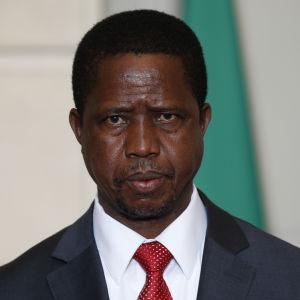 Zambias president Edgar Lungu är på andra plats i rösträkningen efter oppositionsledaren Hakainde Hichilema, men valet väntas bli ytterst jämnt