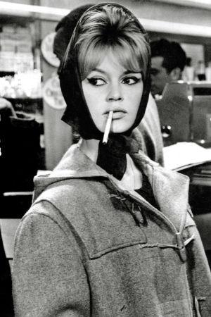 Brigitte Bardot röker