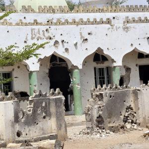 Boko Harams tidigare bas i en förstörd moské i nordöstra Nigeria