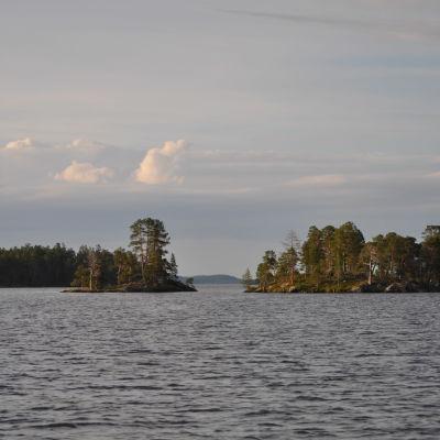 Inarinjärvessä on yli kolme tuhatta saarta.