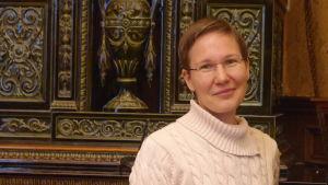 Porträtt av Ruth Illman, föreståndare för Donnerska institutet vid Åbo Akademi.