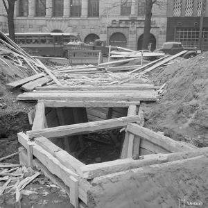 Sirpalesuojia rakennetaan Esplanadin puistoon syksyllä 1939.