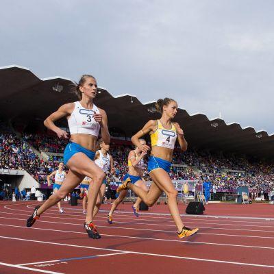 Venla Paunonen och Lovisa Lindh springer, Sverigekampen 2016.