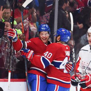 Jesperi Kotkaniemi firar efter sitt första NHL-mål