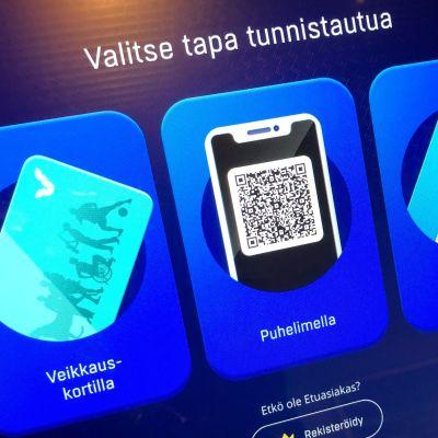 Peliautomaatin näyttö, jossa erilaisia tunnistustapoja; veikkauskortti, puhelin, maksukortti.