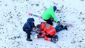 Piotr Zyla vårdas efter en krasch.