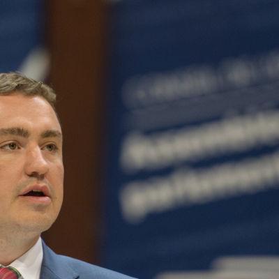 Det estniska Reformpartiets ledare, statsminister Taavi Rõivas är på fallrepet och det är mäjligt att han avgår före förtroendeomröstningen på tisdag