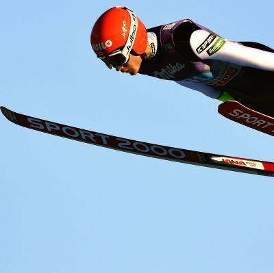 Antti Aalto hoppar backe i Garmisch-Partenkirchen, 1.1.2017.