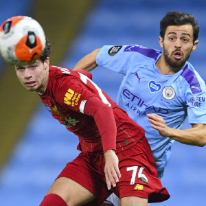 Neco Williams (till vänster) Liverpool och David Silvas Manchester City var de två bästa lagen säsongen 2020–21.