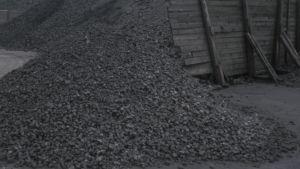 En hög med kol