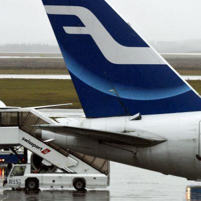 Finnair-flygplan på Helsingfors-Vanda flygplats.