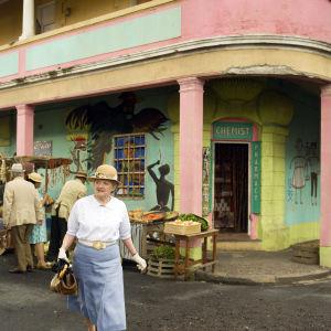Neiti Marple (Julia McKenzie) seikkailee Karibian lämmössä.