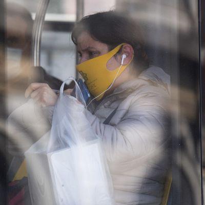 Koronapandemian rajoitukset pysyvät vielä voimaan pitkään ainakin jossakin muodossa, ja se supistaa taloutta kaikkialla Euroopassa. Kuva Genovasta tänään.