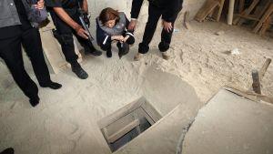 """Myndigheterna granskar en tunnel som den fängslade knarkbaronen Joaquín """"El Chapo"""" Guzmán grävde för att rymma från fängelset."""