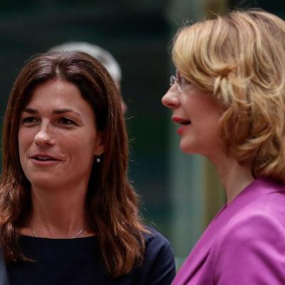 Ungerska Europaministern Judit Varga med finländska kollegan Tytti Tuppurainen.