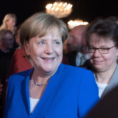 Förbundskansler Angela Merkel ler efter att valdebatten avslutats.