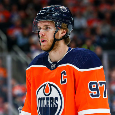 Natten till torsdag spelade Connor McDavids Edmonton mot Winnipeg.