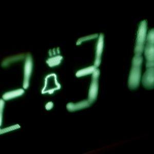 Digital klocka på en mikrovågsugn.
