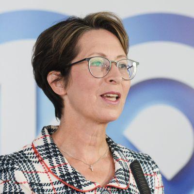 Sari Essayah återvaldes enhälligt till ordförande för Kristdemokraterna.