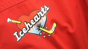 Icehearts- logon föreställer en klubba och ett hjärta.