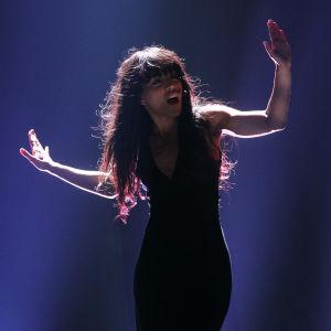Svenska artisten Loreen sjunger Euphoria under Eurovision Song Contest i Baku 2012