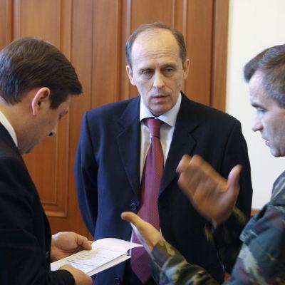 FSB-chefen Alexander Bortnikov i mitten.