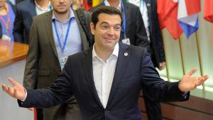 Greklands premiärminister Alexis Tsipras lämnar Eurotoppmötet i Bryssel den 13 juli efter att en överenskommelse nåtts. Mötet pågick i över 17 timmar.