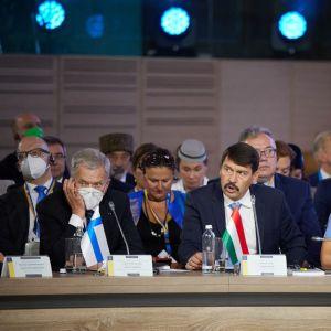 Tasavallan presidentti Sauli Niinistö, Unkarin presidentti Janos Ader ja Viron presidentti Kersti Kaljulaid.