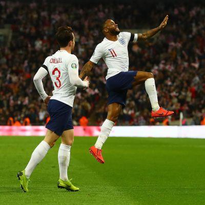 Raheem Sterling hoppar och jublar efter ett mål