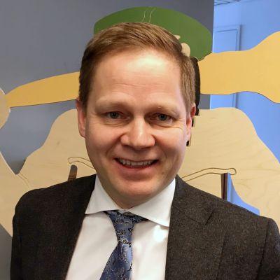 Kansanedustaja Markus Lohi (kesk.).