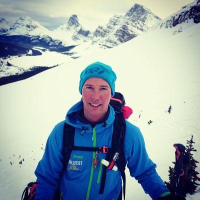 Mattias Tarestad älskar skidåkning och gör lavinprognoser för svenska fjällen.
