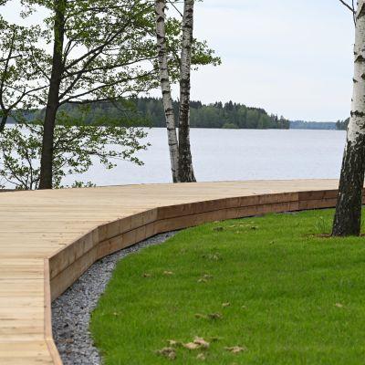 Husen på bostadsmässan 2021 ligger vid Lojo sjö med fin utsikt.