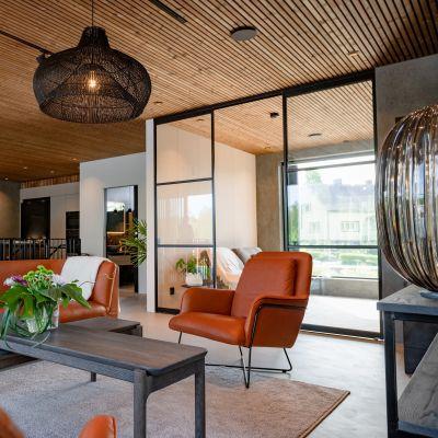 Luftiga utrymmen i Villa Sensu på bostadsmässan 2021.