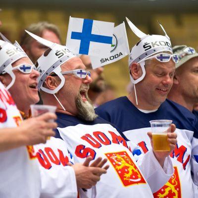 Suomalaisia jääkiekkofaneja MM-kisoissa vuonna 2018.