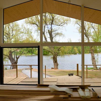 Utsikt från Villa Hopeapuu vid bostadsmässan 2021 i Lojo.