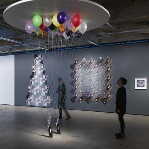 Modern konst - installation med ballonger av Appau Jr Boakye-Yiadom