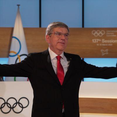 Thomas Bach leder den internationella olympiska komittén.