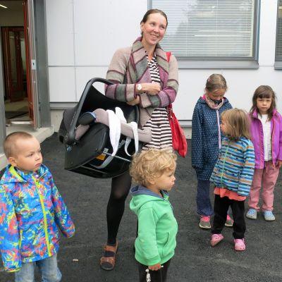 Heli Moilanen ja lapset
