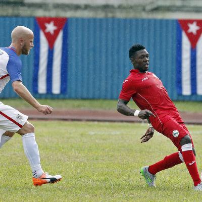 USA:s Michael Bradley och Kubas Arichel Hernandez är fotbollsspelare.