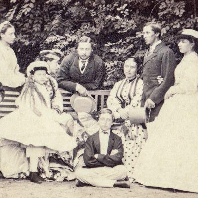 Englannin kuningatar Viktoria ja hänen puolisonsa prinssi Albert rakastivat toisiaan syvästi ja saivat yhdeksän lasta.