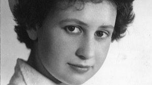 Nuori ylioppilas Eeva Lennon