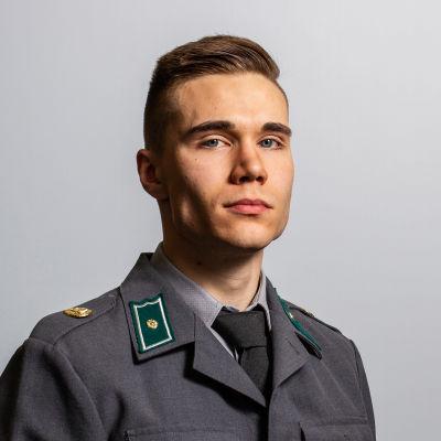 Juho Rasa, styrelsemedlem i Beväringsförbundet, i uniform.