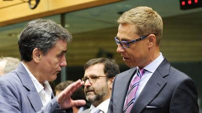 Finansministrarna Alexander Stubb och Euklidis Tsakalotos på Ecofinmötet i Bryssel på söndagen.
