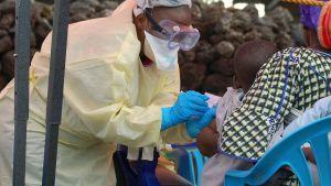 Ett barn vaccineras mot ebola i Goma, Kongo 7.8.2019.