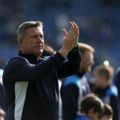 Craig Shakespeare fortsätter leda Leicester.